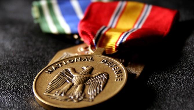Petit exercice de la semaine : les médailles de mon père